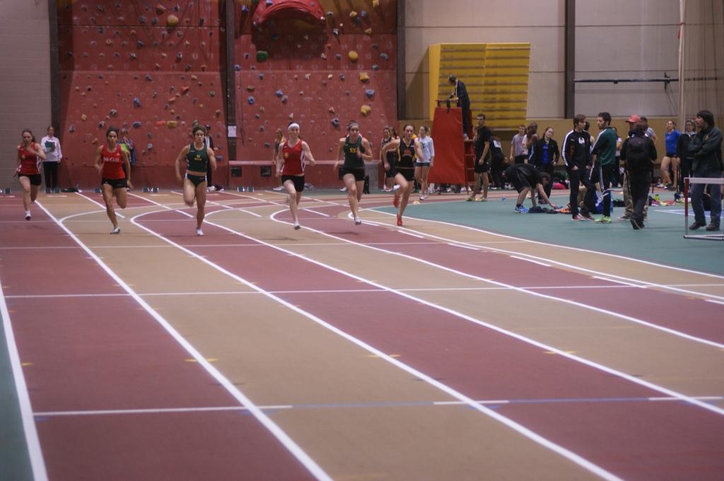 12 h 20 : Première course, le 60m... le sprint n'est pas la spécialité de Charline.