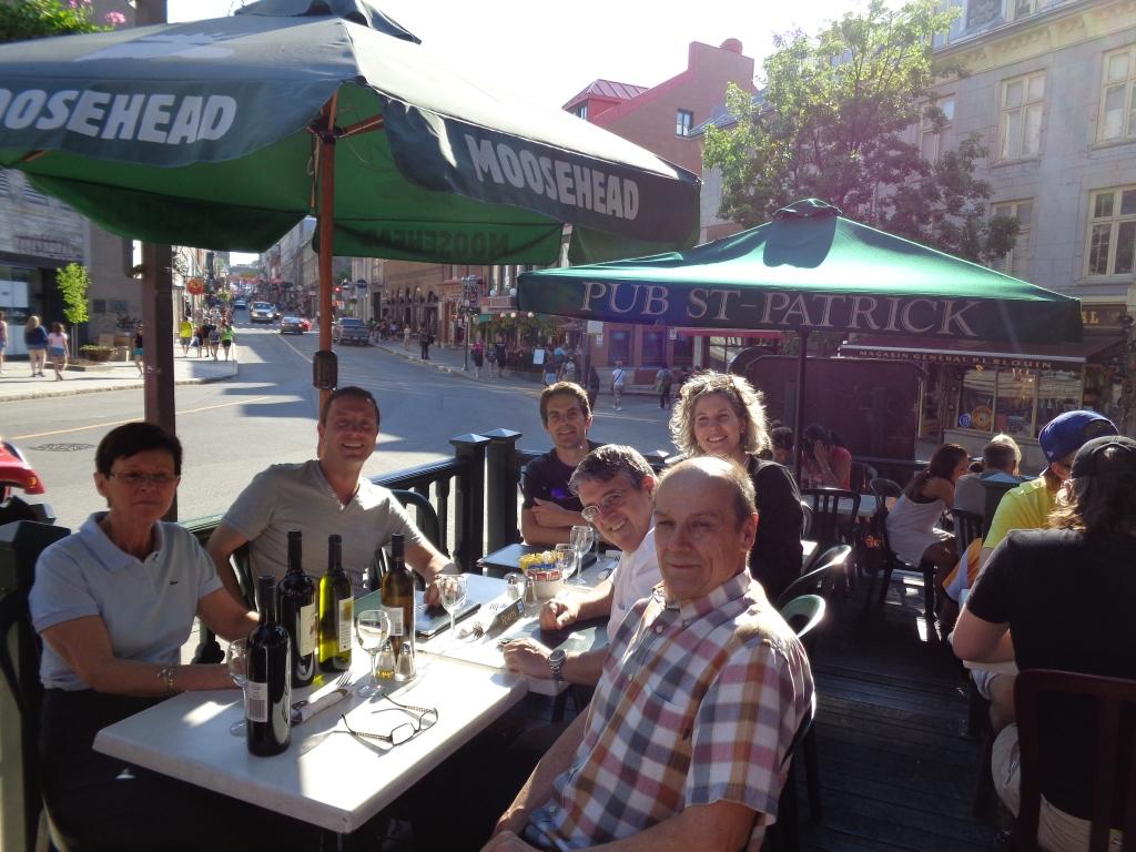 Première halte sur la terrasse du Pub Saint-Patrick pour un sympathique  lunch avec les patrons des lieux Jean Barré et Christiane Borgeat
