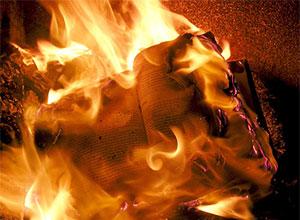 On brûle des bibles