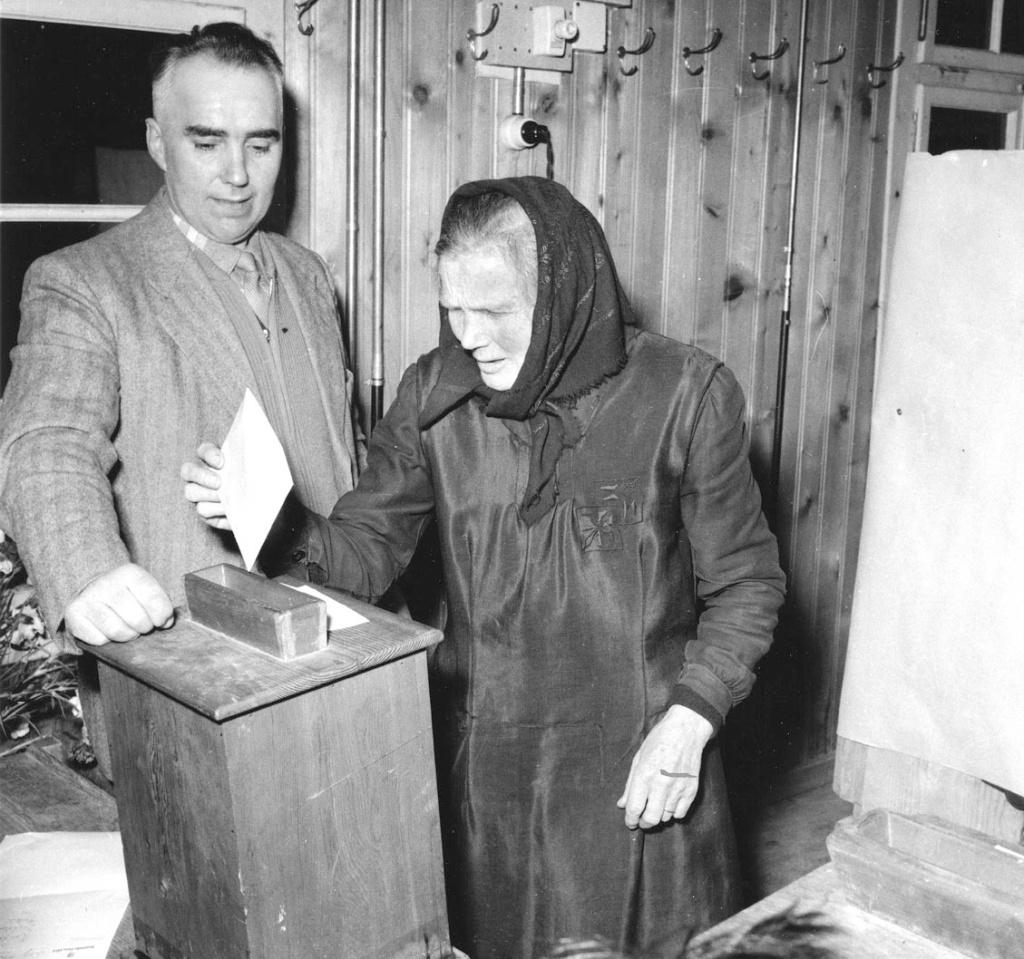 Une femme vote à Unterbâch