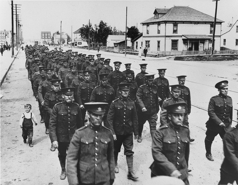 Soldats en Alberta en 1914