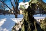 James McGill dans le parc de son université