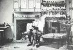 Cordonnier-artisan sur son saint-crépin. Les métiers du cuir, 1981, Presses de l'Université Laval.