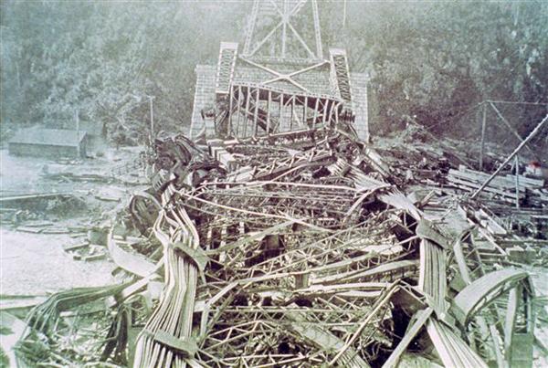 État du pont après l'écroulement du 29 Août 1907